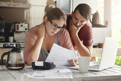4 Warning Signs Of A Debt Problem