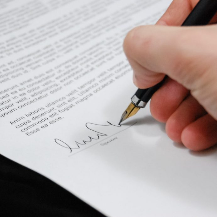 Electronic signature: a new tool for official documents exchange