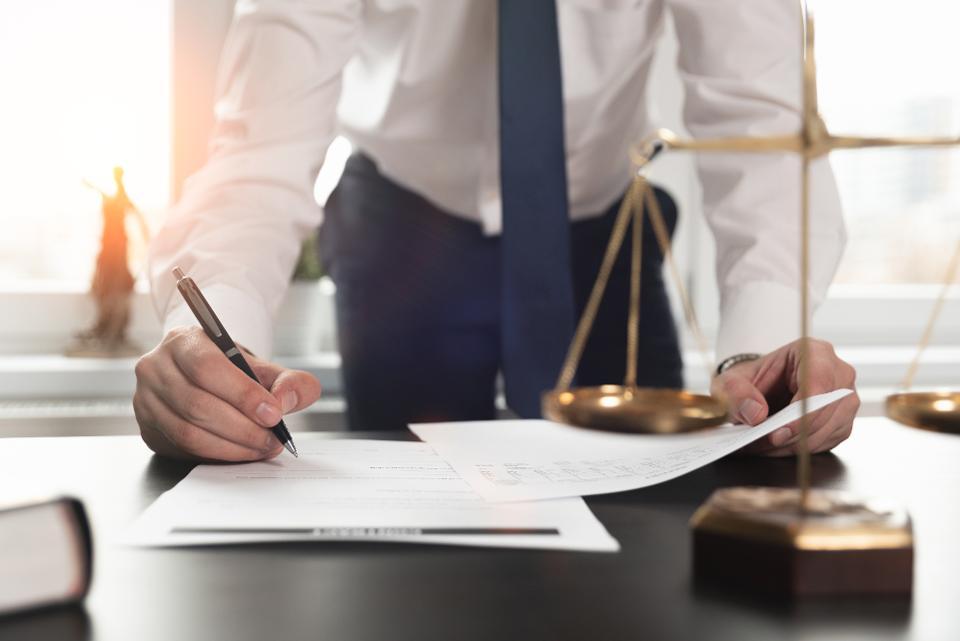 Os benefícios financeiros da contratação de um advogado quando você precisar de um 1